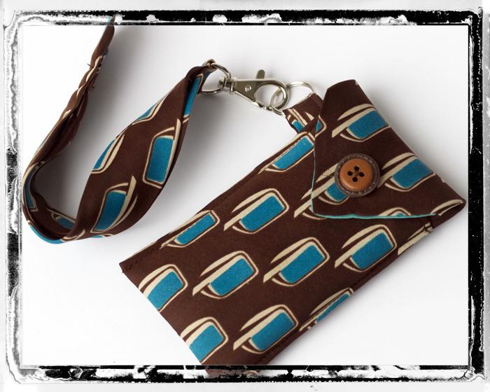 Smartphone-Tasche aus einer alten Krawatte