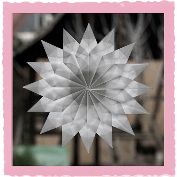 Stern aus Transparentpapier gefaltet