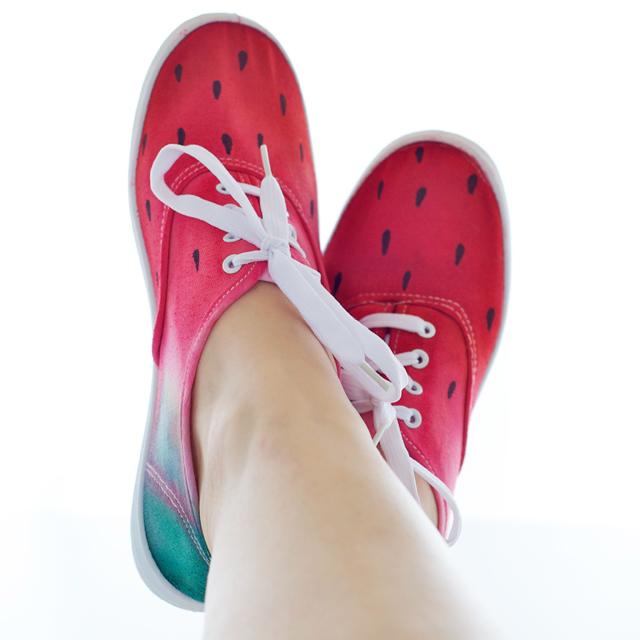 Wassermelonenschuhe_an_fuessen