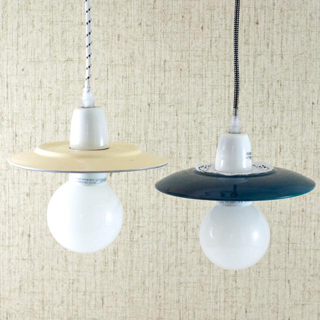 Zwei Tellerlampen