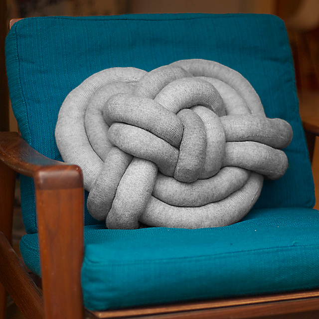 celtic_knot_pillow