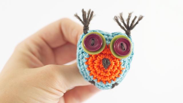 crazy_crochet_owl_hand