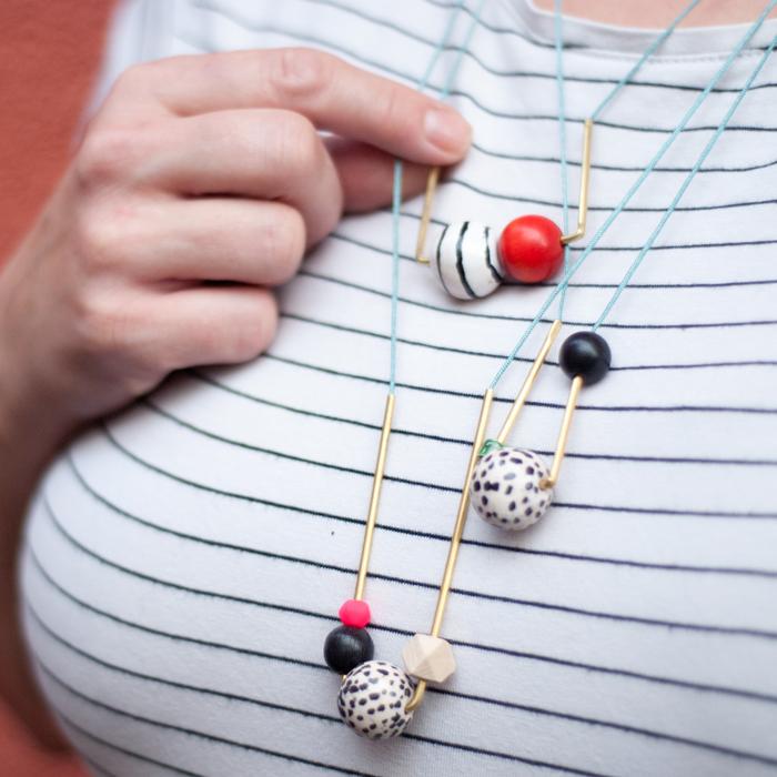 Selbst gemachter Statement Schmuck aus Messingrohr und tollen Perlen ist ein echter Hingucker und ein schnell gebasteltes DIY! Tutorial von johannarundel.de
