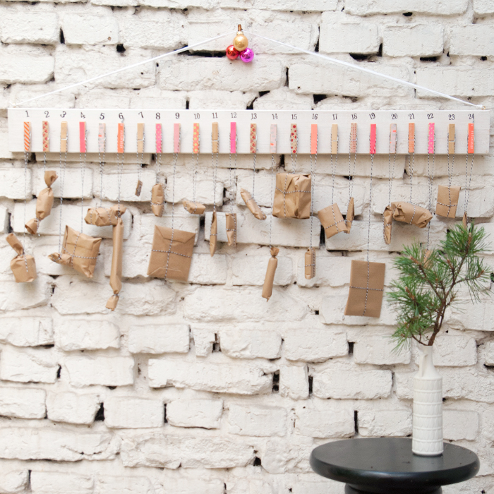 DIY Adventskalender aus Wäscheklammern und einem Holzbrett. Schnell und einfach selbst gemacht. Ein Tutorial von johannarundel.de