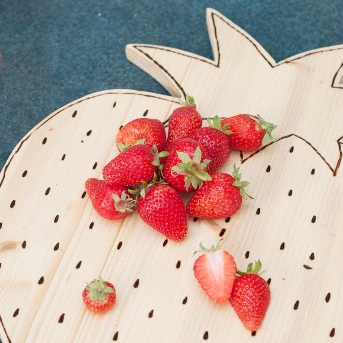 So machst du aus einem schnöden Holzbrett ein schickes Erdbeerschneidebrett