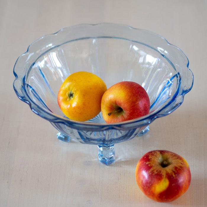 Flohmarktfunde: Antike, blaue Glasschüssel