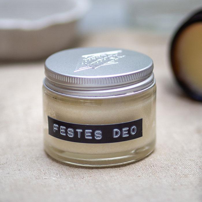 Selbstgemachte Kosmetik aus wenigen Zutaten: DIY festes Deo