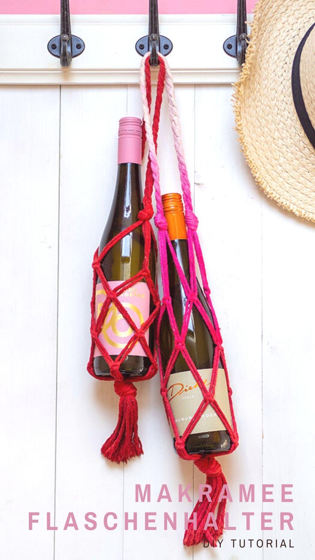 (Wein)-Flasche als Geschenk: Hübsch verpackt und sicher transportiert. Eine schnelle und einfache Anleitung für einen DIY-Flaschenhalter in Makramee-Technik. Auf johannarundel.de!