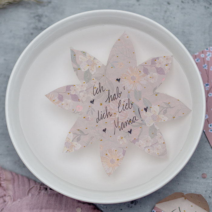 DIY-Papier-Wunderblume als Geschenk und Grusskarte zum Muttertag