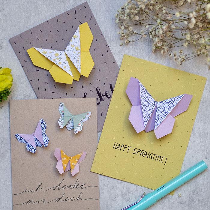Hurra, der Frühling ist da! Ich zeige Dir Schritt-für-Schritt, wie Du einen einfachen DIY Origami-Schmetterling faltest. Den kannst Du als Lesezeichen verwenden! Und zum Beispiel auf eine Grußkarte heften, als kleines Geschenk und lieben Gruß.