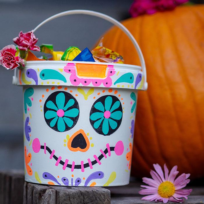 DIY Halloween Süssigkeiteneimer im Mexiko-Look