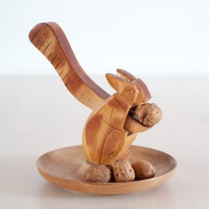Flohmarktfund: Geschnitzter Eichhörnchen Nussknacker