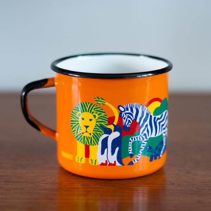 Flohmarktfunde: Orange Emaille Tasse mit Zootieren für Sandoz