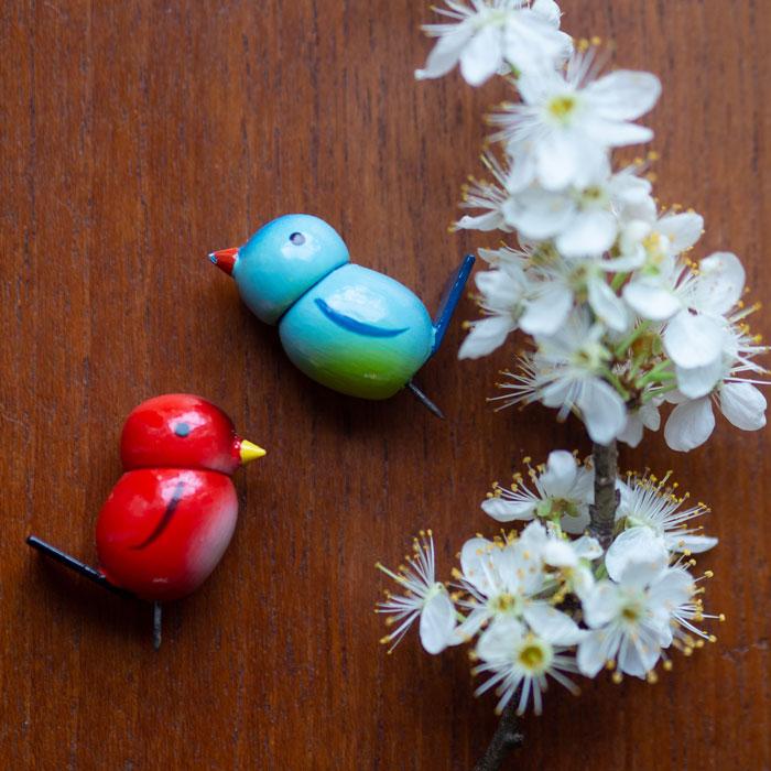 Flohmarktfund: Frühlingshafte Deko-Vögel