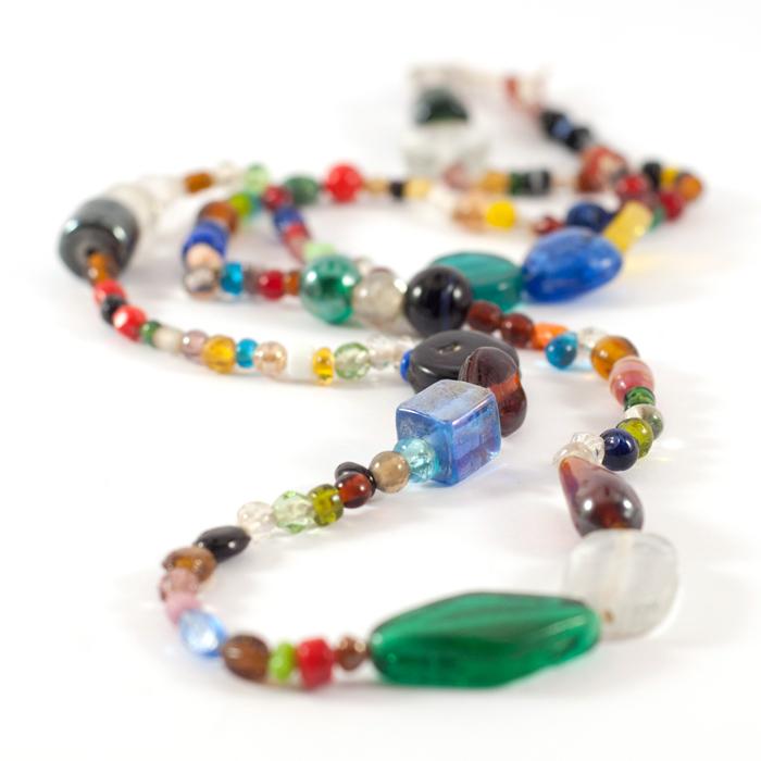 Ethno-Kette aus bunten Glasperlen