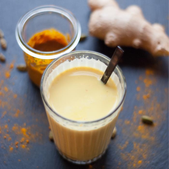 Goldene Milch schmeckt lecker und ist super gesund! Mit meinem Rezept für die Paste stellst du in wenigen Minuten dein neues Lieblingsgetränk her. Ein Rezept von johannarundel.de
