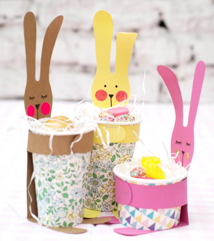Süßes Hasen-Osterkörbchen aus einem Pappbecher