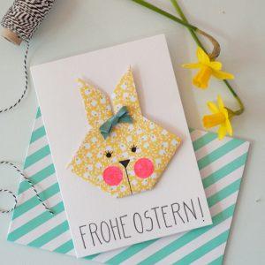 In zwei Wochen ist Ostern – höchste Zeit um schnell noch ein paar süße Grusskarten oder niedliche Anhänger für den Osterstrauß zu basteln! Die kleinen Origami-Häschen sind schnell gefaltet und mit ein bisschen Washi-Tape und Satinband werden sie ratzfatz zum Deko-Liebling. Ein DIY-Tutorial von johannarundel.de