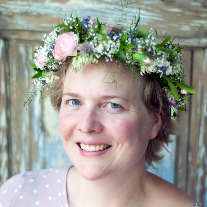 DIY Blumenkranz – wunderschöner Midsommar-Haarschmuck