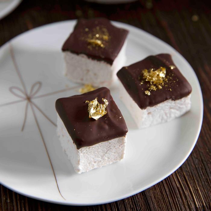 Türchen No. 8 : Der Kuchenbäcker. Tobi hat dir sein neustes Buch Bake & the City – Christmas Tours mitgebracht und ein Rezept für leckeres Weihnachtsgebäck!