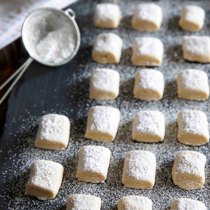 Muerbchen Traumstuecke: Türchen No. 8 : Der Kuchenbäcker. Tobi hat dir sein neustes Buch Bake & the City – Christmas Tours mitgebracht und ein Rezept für leckeres Weihnachtsgebäck!