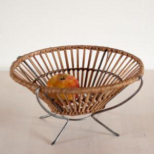 Obstschale aus Rattan mit Metallfuesschen - echt Vintage 50er/60er Jahre