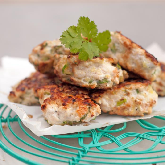 Ein Rezept für leckere Paleo Hähnchen-Zucchini Puffer