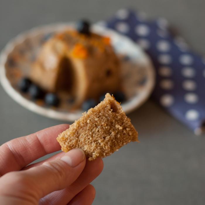 Tassenkuchen geht auch Paleo! Mit Cassava-Mehl. Er ist glutenfrei, lactosefrei, ohne Getreide und raffinierten Zucker. Und ganz schnell gemacht! - ein perfektes Paleo Frühstück. Ein Rezept von johannarundel.de