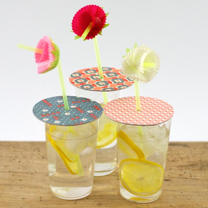 Partydeckel und Strohhalmblumen - mit diesen wunderschönen DIY-Partyaccessoires wird jede Feier zum Sommerhit. Tutorials von johannarundel.de