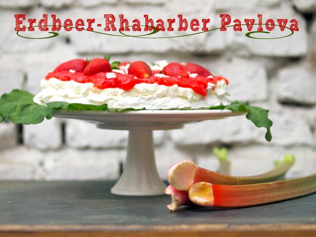 Himmlische Erdbeer-Rhabarber-Pavlova für Feiertagskaffeekränzchen