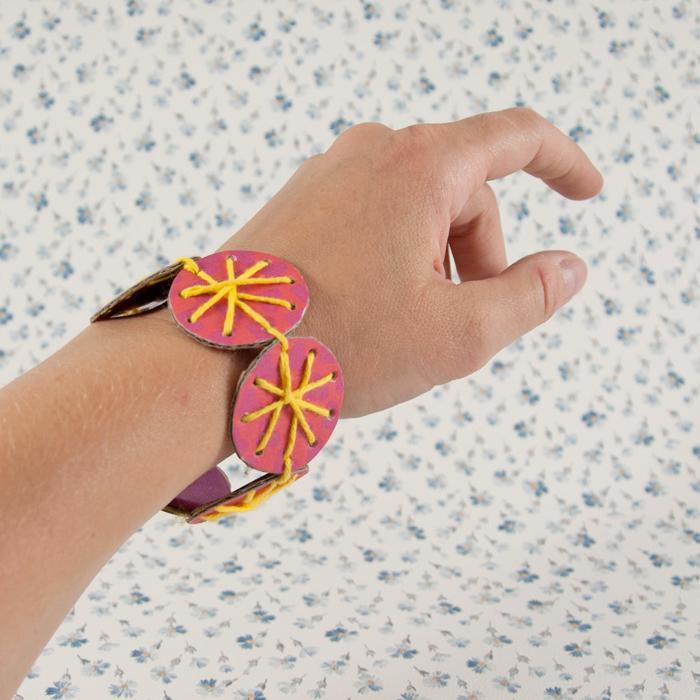 Schnipp_Schnapp_Armband_am_Arm