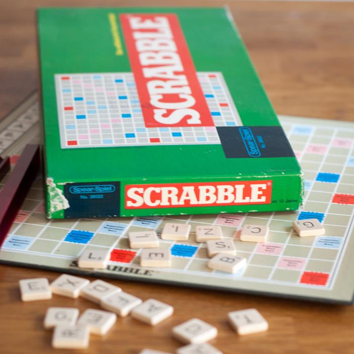 Flohmarktfund: Altes Scrabble Spiel mit Holzsteinen