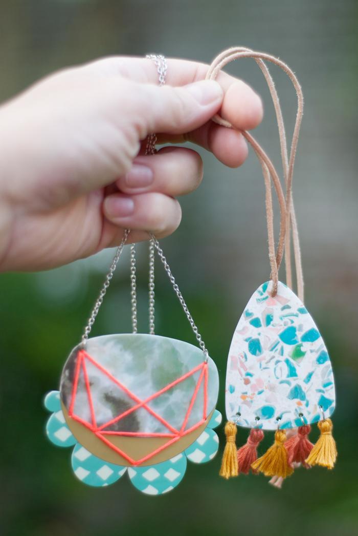 Aus bedruckbarem Schrumpfplastik kannst du tolle DIY Statementketten zaubern. Mit diesen It-Pieces hübscht du garantiert jedes Outfit auf! Tutorial auf johannarundel.de