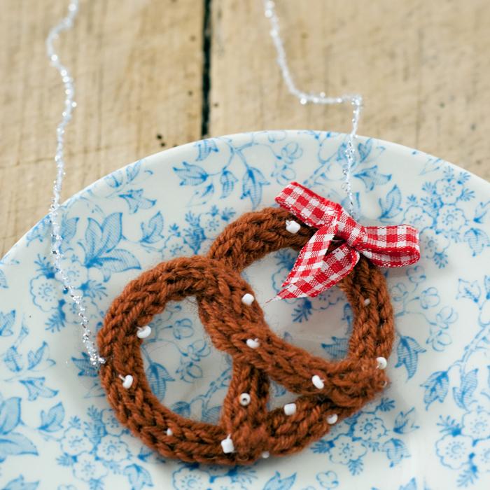 Aufgebrezelt fürs Oktoberfest – ein Strickliesel DIY