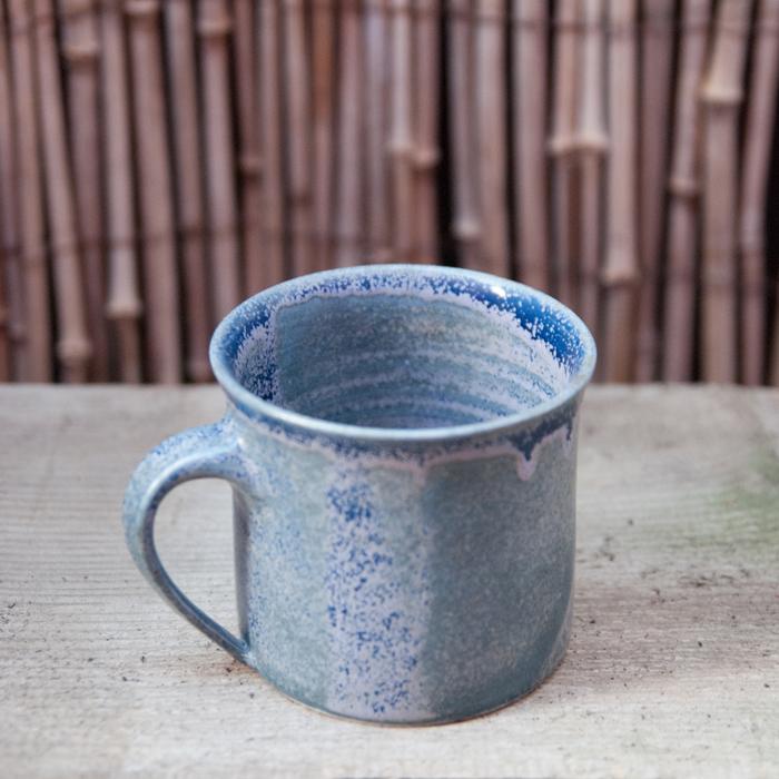 Flohmarktfund: Handgetöpferte 80ies Tasse in lila und blau