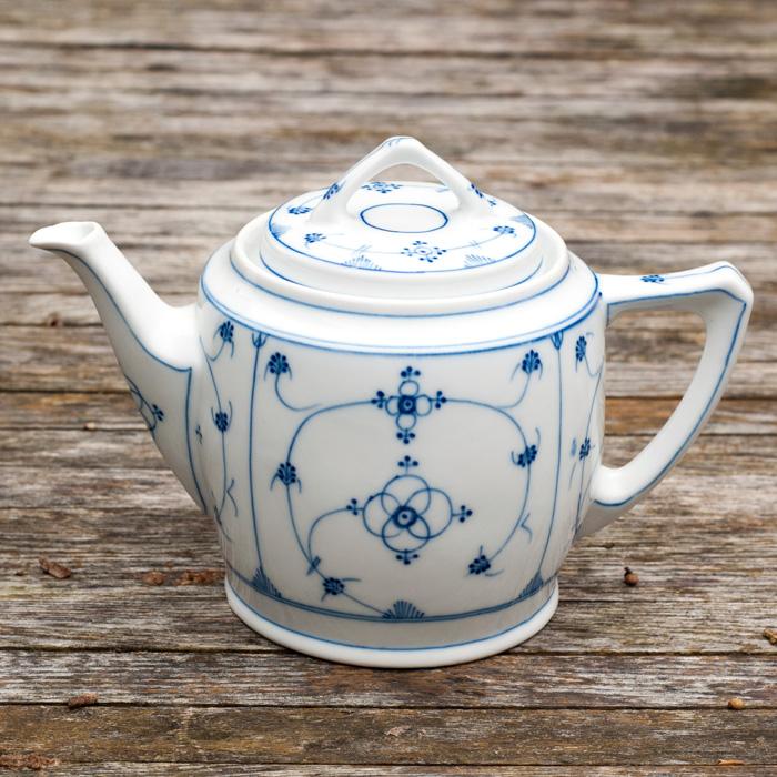 Flohmarkt Freitag - wunderbare Trödelmarkt - Funde auf johannarundel.de. Diesmal mit: einer wunderschönen Teekanne mit Zwiebelmuster in blau-weiss