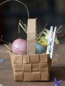 In meiner Schritt-für-Schritt Anleitung zeige ich Dir, wie du aus einer Wäscheklammer einen süßen DIY Osterhasen basteln kannst.
