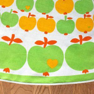 Flohmarktfund: byGraziela Tischdecke mit Äpfeln in grün und gelb